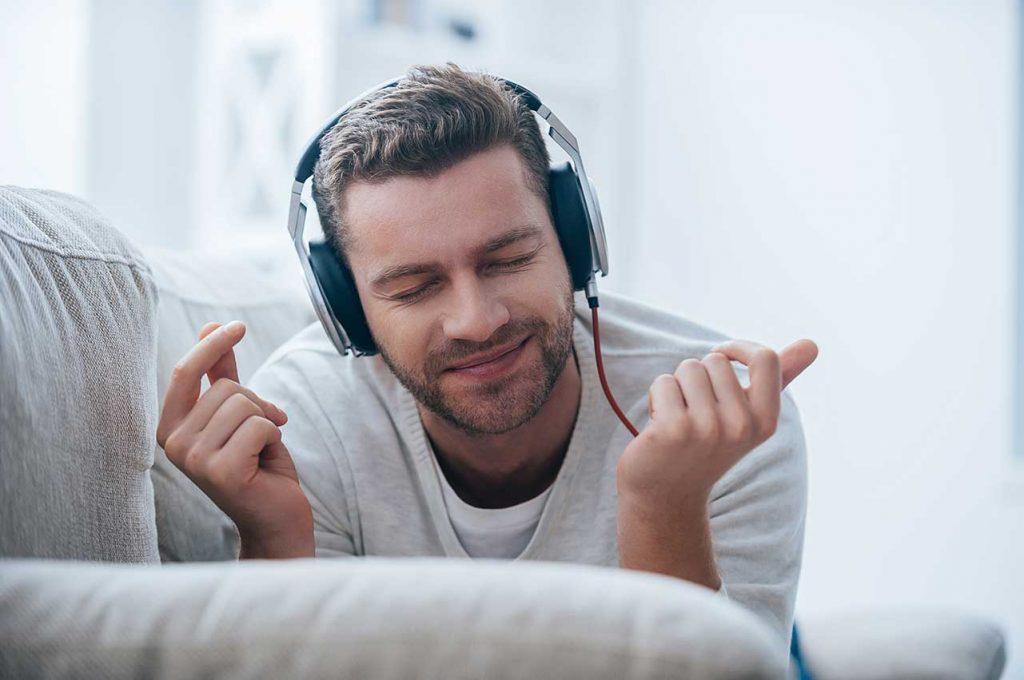 Listen vs hear